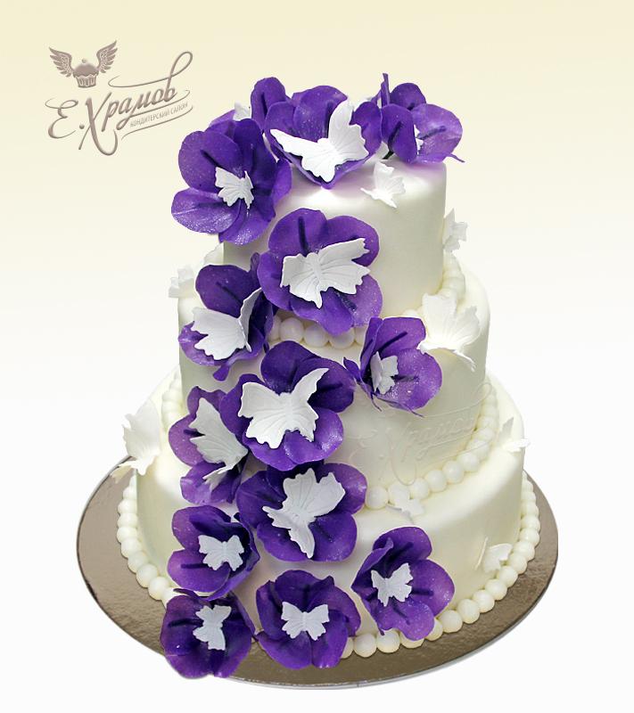 Торт с фиолетовыми цветами